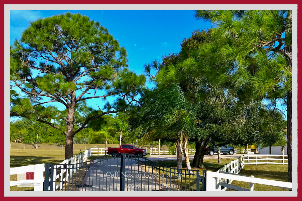 Loxahatchee FL Equestrian Property - This conveniently located Loxahatchee FL equestrian lifestyle offers the retreat, privacy, and space you need for you and your horses. 5